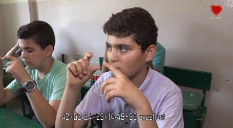 مدرس سوري يعلم الاطفال اللاجئين السوريين الحساب الذهني بطريقة رائعة