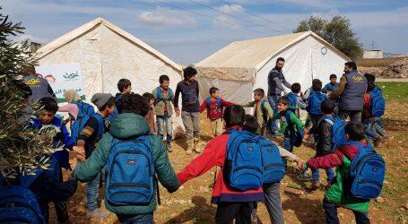 الخيام التعليمية… بديل عن المدارس وبريق أمل لأطفال النازحين في إدلب